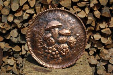 Quadro funghi castagne uva frutta autunno in rame lavorato a mano