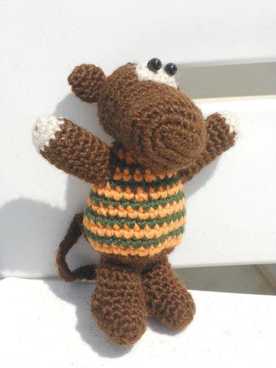 Scimmietta amigurumi realizzata all'uncinetto
