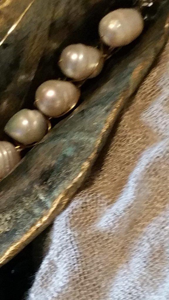 SPILLA FOGLIA in cartapesta, perle di fiume e ottone  fatta a mano