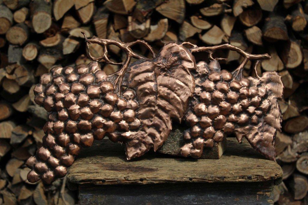Uva da parete calabrone frutta in rame lavorata a mano