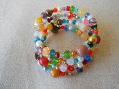 Bracciale memory a 4 giri con perle, perline, pietre dure  e cristalli di varie forme e colori.