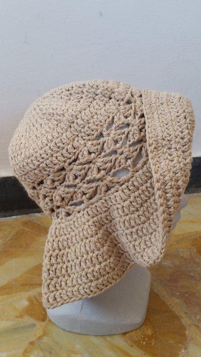 cappello estivo color sabbia