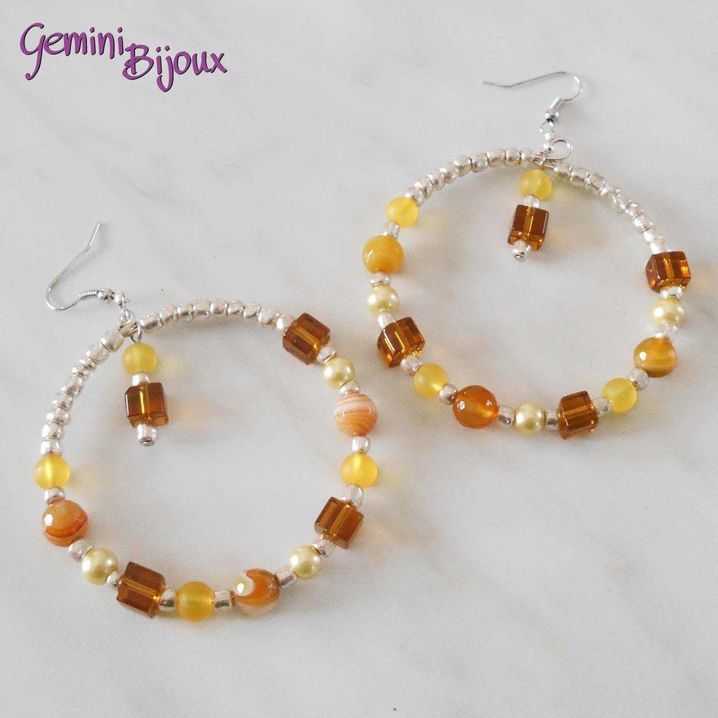 Orecchini a cerchio con perline giallo e ambra