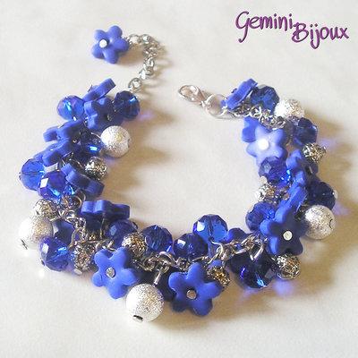 Bracciale a grappolo fiori di fimo blu