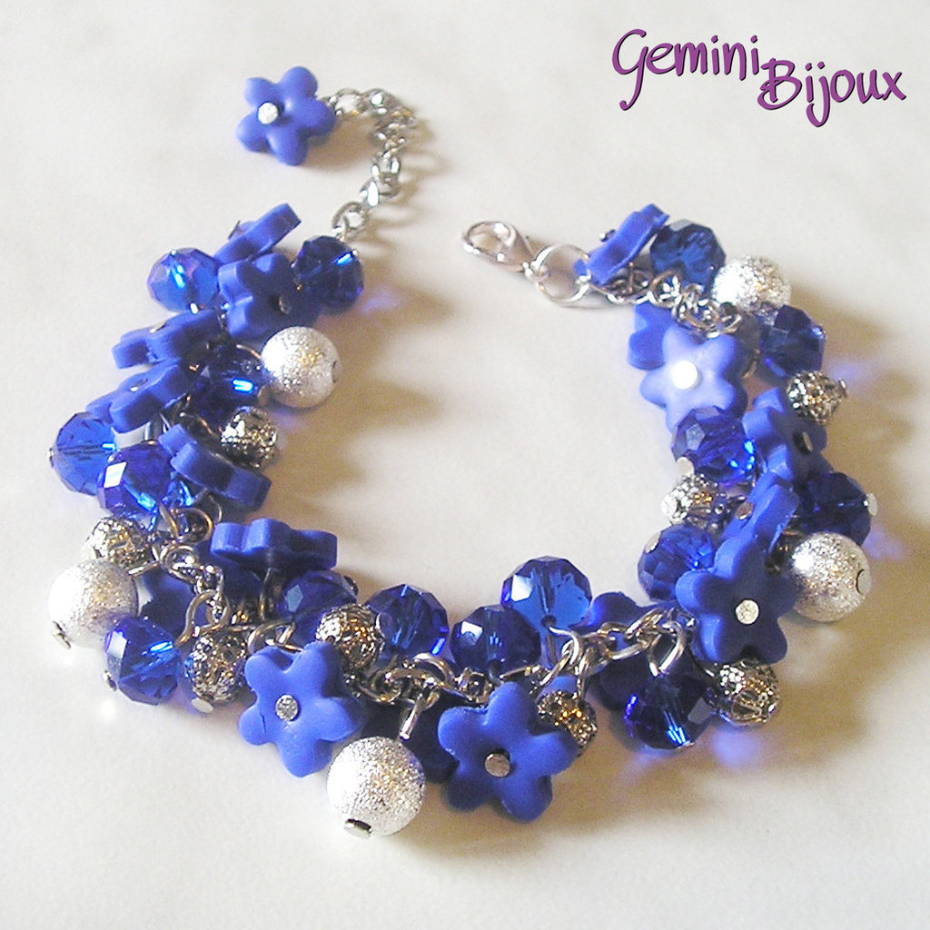 miglior sito web 9e4c5 b5b99 Bracciale a grappolo fiori di fimo blu