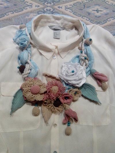 Collana con crochet motivi a maglia