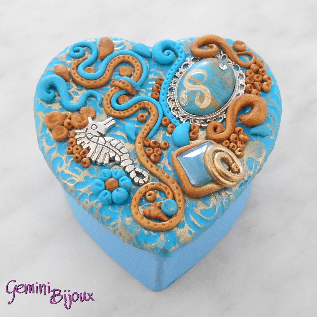 Bomboniera matrimonio, scatolina cuore con decorazione preziosa in fimo e pietre, fatto a mano