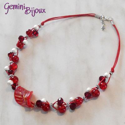 Collana cordino rosso con perle e rondelle