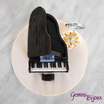 Cake Design Strumenti Musicali : Pianoforte a coda in fimo segnaposto per matrimoni - Feste ...