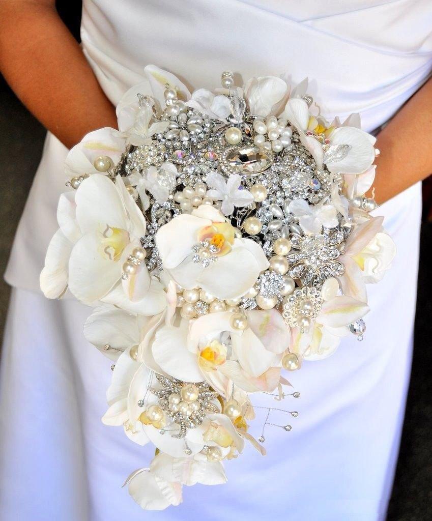 Bouquet gioiello cascata di orchidee realizzato a mano