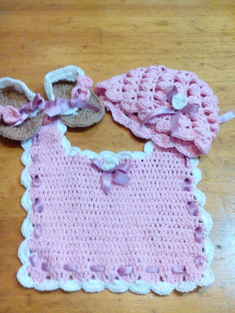 completino neonata fatto a mano