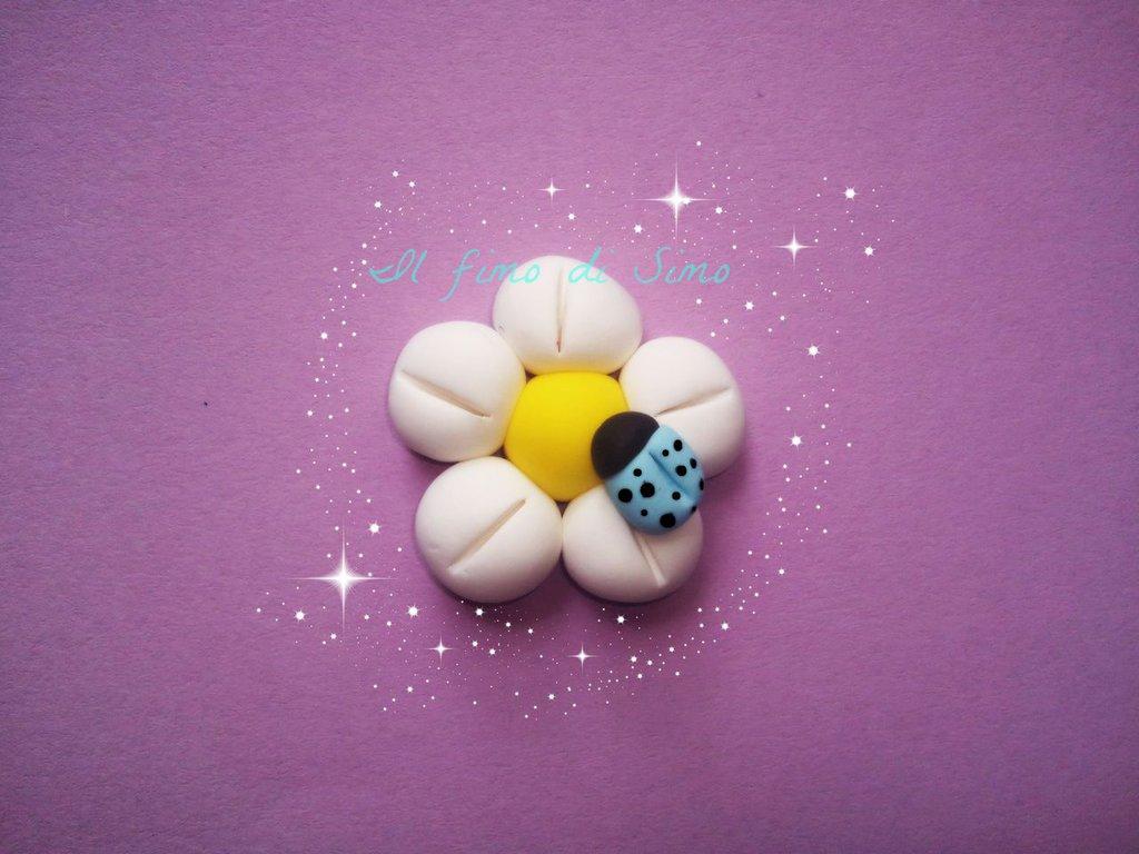 bomboniera fiore con coccinella in fimo