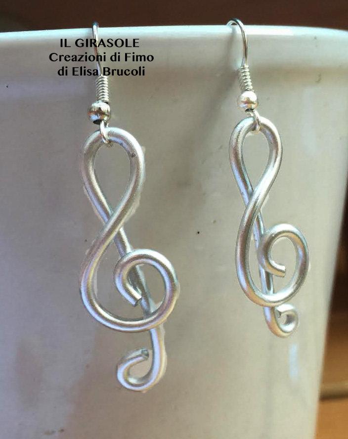 Orecchini pendenti in wire con chiave di violino