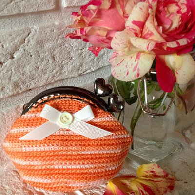 "Portamonete a crochet in cotone sfumato con chiusura clutch ""Rose Clutch"" - Linea ""Surrey Clutch"""