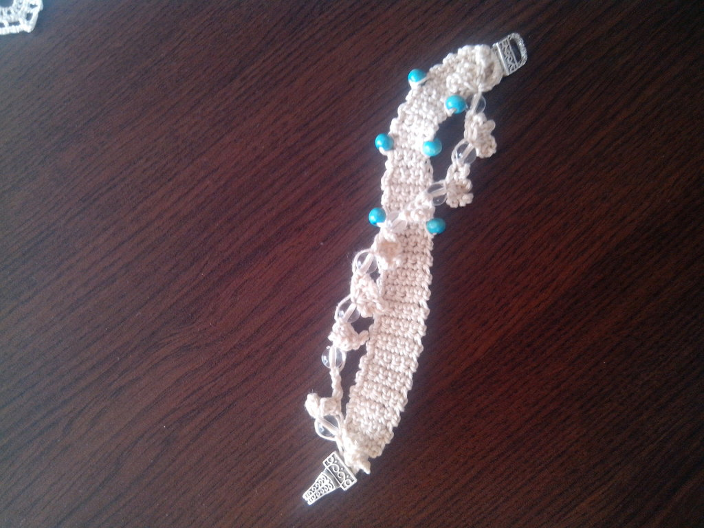 braccialetto intrecciato con perline blu