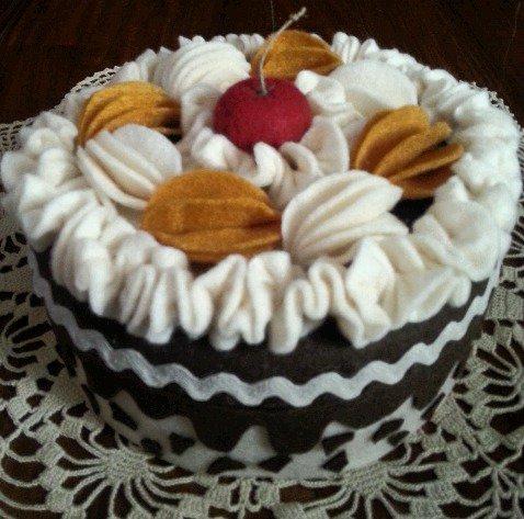 scatola torta al cioccolato e panna, decorata e rivestita in feltro