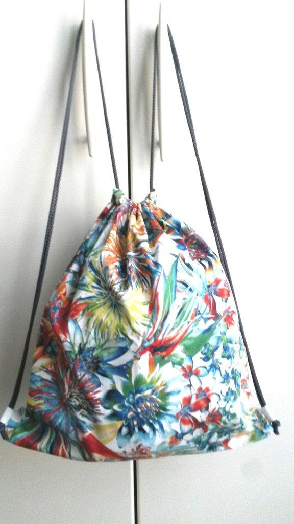zainetto per asilo o ginnastica color panna a fiori arcobaleno