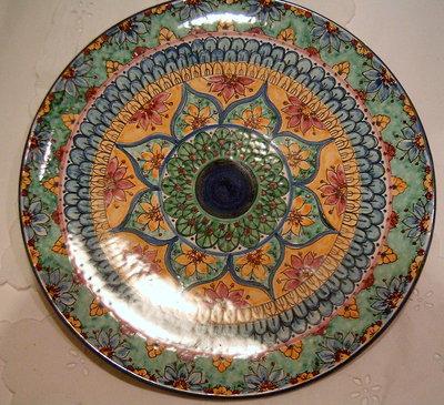 Piatto murale in ceramica dipinto a mano decoro Geo/Floris. Diametro 36cm