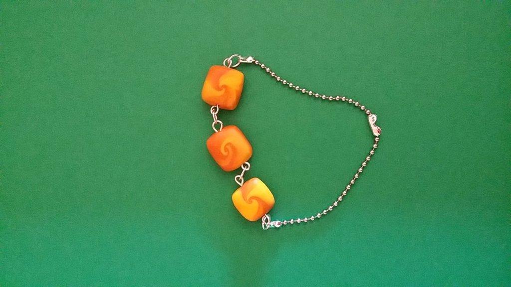 bracciale in fimo nei colori del giallo e dell'arancione