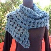 Sciarpa asimmetrica in lana fatta a mano