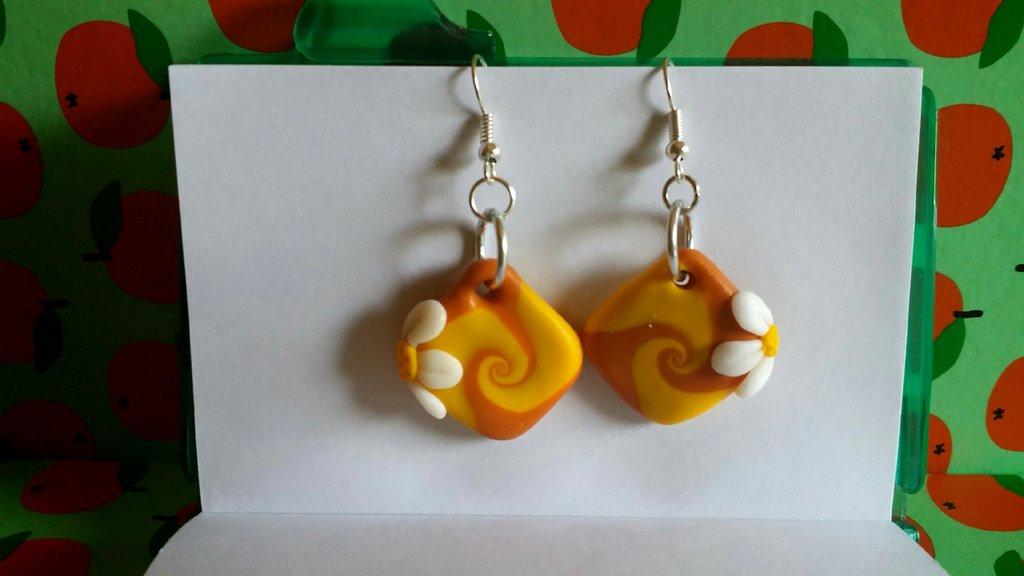orecchini in fimo Hand made con spirale e fiorellino!
