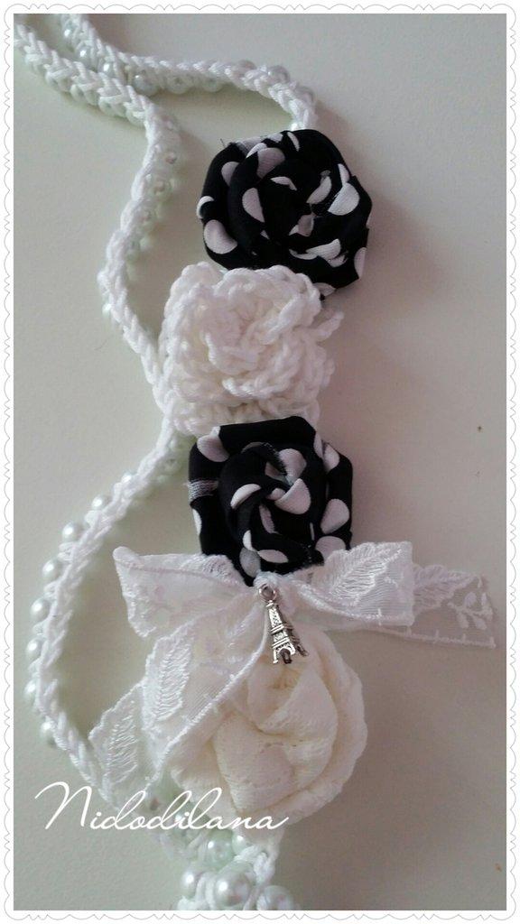 Collana perle e rose bianca e nera