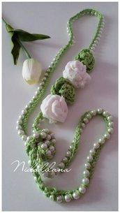 Collana perle e rose color verde mela