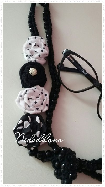 Collana perle nere e rose a pois nere e bianche