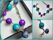 Bracciale con perle e pendenti in cernit viola e verde acqua