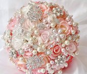 Bouquet di spille davvero unico realizzato a mano
