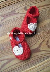Scarpine ballerine rosse con cuore fatte mano all'uncinetto in pura lana