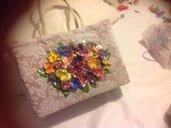 borsa in pizzo e fiori applicati fatta a mano