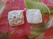 Presine bianche lavorate a crochet