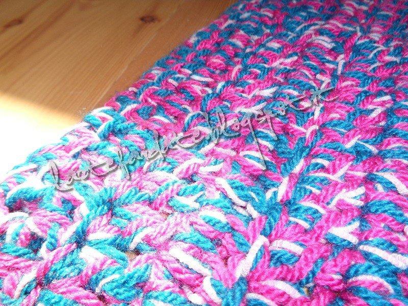 tappeto quadrato fatto a mano all'uncinetto