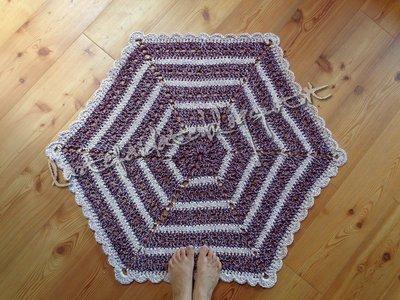 tappeto esagonale fatto all'uncinetto
