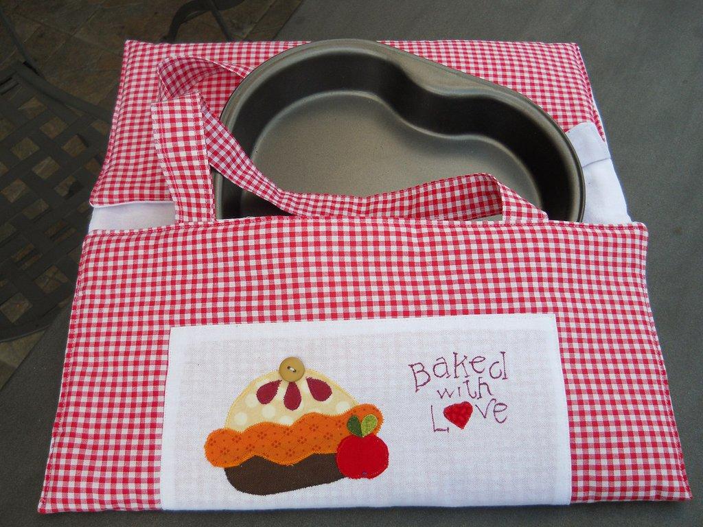 Porta torta in tessuto a quadretti con applicazione.