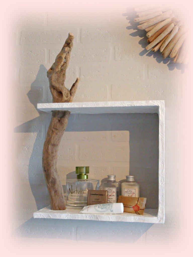 Mensola da muro con legno di mare per la casa e per te for Oggetti per arredare casa al mare