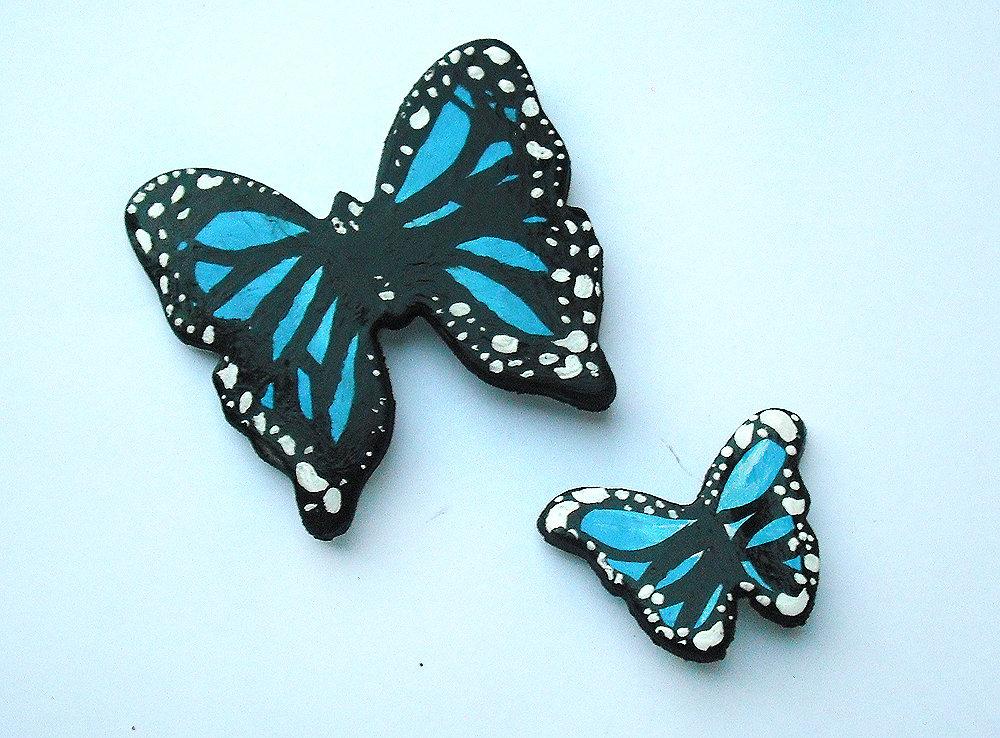 Decorazione farfalle azzurre da parete modellate con la porcellana fredda e dipinte a mano