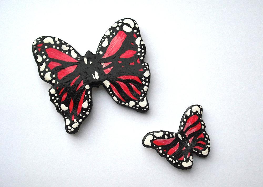 Decorazione farfalle rosse da parete modellate con la porcellana fredda e dipinte a mano
