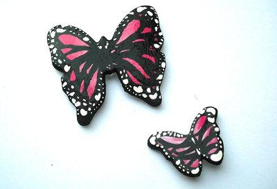 Decorazione farfalle rosa da parete modellate con la porcellana fredda e dipinte a mano