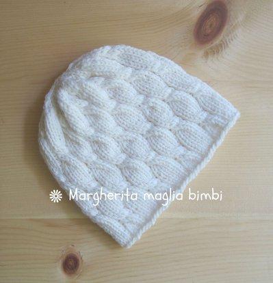 Berretto neonato/bambino bianco con lavorazione a trecce - fatto a mano - lana merino
