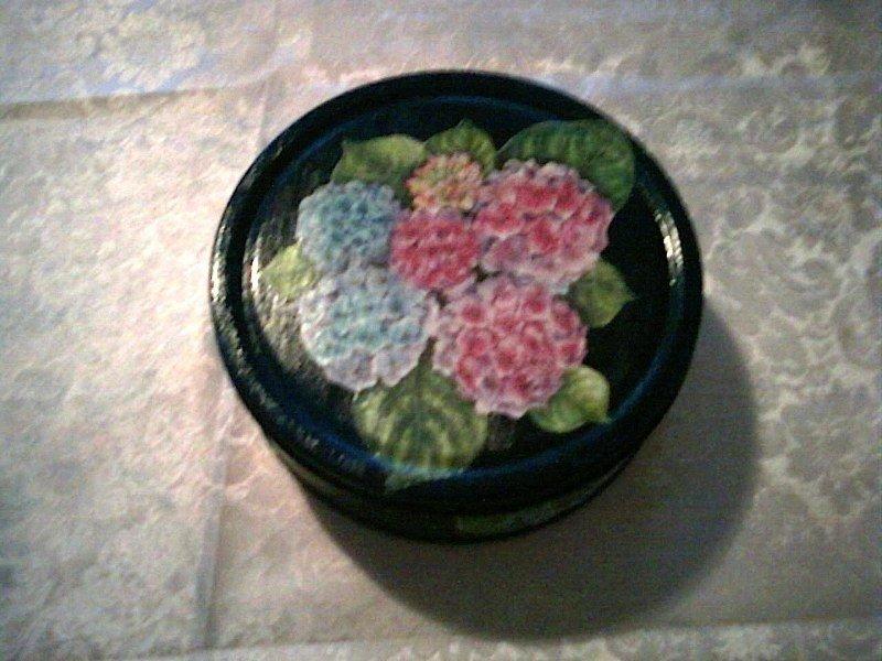 Scatola blu con fiori