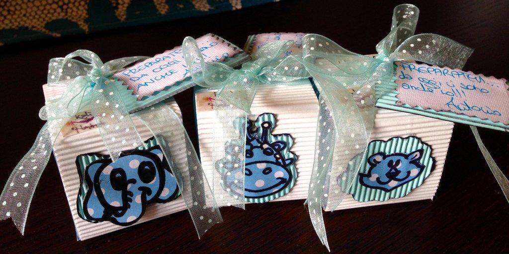 Bomboniera per nascita/ battesimo decorata in cartone rigato con animaletto e tag personalizzato