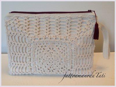 Pochette in  cotone  chiaro e centrìno crochet rettangolare