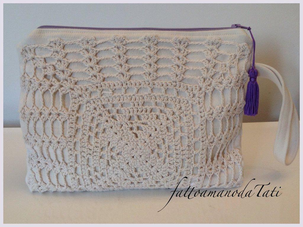 Pochette in cotone chiaro con centrìno rettangolare crochet