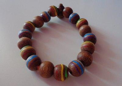 Braccialetto con perle in legno