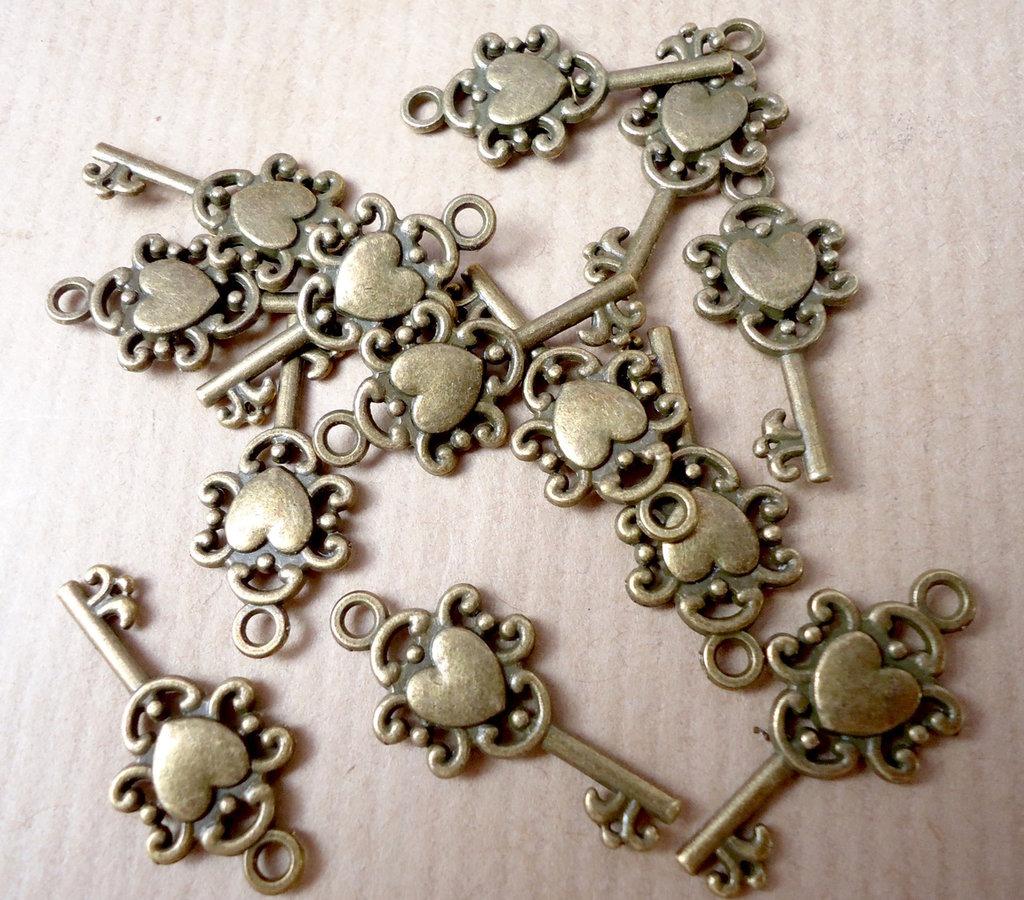 5pz ciondoli MINI CHIAVE con cuore - bronzo cm 2,5