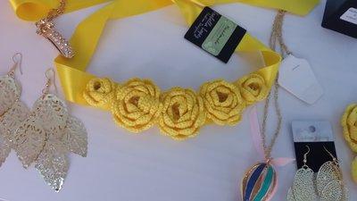 Cintura a nastro giallo limone con fiori
