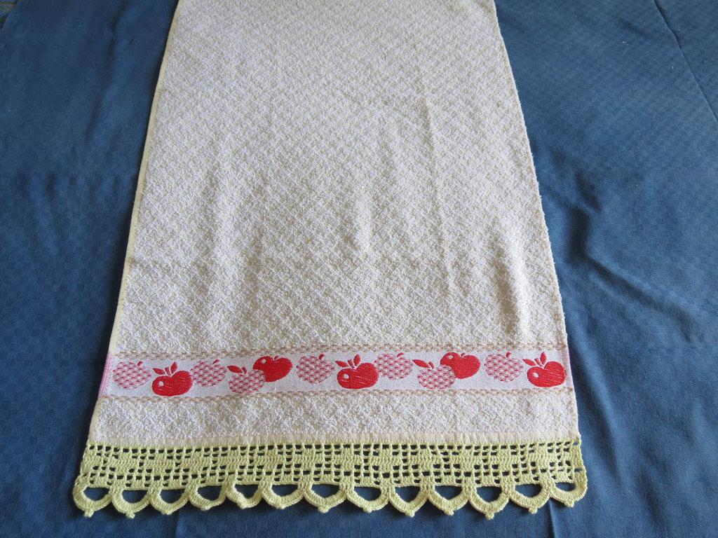 Asciugamani da cucina con bordo a uncinetto per la casa for Bordi uncinetto per asciugamani