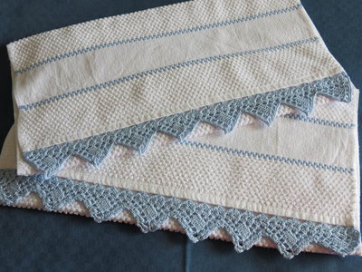Asciugamani da cucina con bordo a uncinetto per la casa for Schemi bordi uncinetto per asciugamani